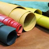 Які Ви полюбляєте кольори? Класичні – чорний, коричневий та білий. Чи все ж таки яскраві, сонячні та енергійні. ☀ Ми пропонуємо в повсякденному житті не обмежувати себе у виборі кольорів та обирати все ж таки яскраві варіанти. Яскрава сумочка може стати важливим акцентом образу та перетворити навіть простий наряд у вишуканий, стильний і грайливий. Ми допоможемо в цьому! А якщо виникають сумніви щодо кольору, то до кожної сумочки у нас на сайті Ви знайдете підказки з чим краще її поєднувати. Приємного вибору та більше яскравих кольорів!🦊🦊🔥