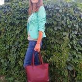 Красива, стильна і жіночна шкіряна сумка від LYSYTSIA. Легкі вигини, правильні лініїтамінімум зайвих деталей дозволяють оцінити благородство натуральної шкірийрозкіш бордового відтінку. Чарівний бордовий вражає своїм багатством і загадковістю.🌹