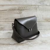 Шкіряна сумка L02351  Витончена форма, ідеальний розмір, оригінальний колір з легким глянцем. Сумка закривається на клапан з замочком. Усередині одне відділення, бічна шкіряна кишеня і кишенька-косметичка на кнопці (розмір 15*20 см). Підкладка виконана з натурального велюру сірого кольору. Така підкладка більш стійка до зносу, ніж тканинна. Висота наплічного ременя 52 см. Колір сумки багатогранний - коричневий графіт - це тонке поєднання темно-шоколадного відтінку з сірим. Особливості:тримає форму, високоміцна вощена нитка, ручний шов. Розмір -18*29*11 ☀☀☀ Ціна- 1800 грн  #шкірянасумка #сумкаукраїна #сумкиручноїроботи #кожанаясумкаукраина #кожанаясумка #сумкиLYSYTSIA #LYSYTSIA #пошивсумок #ручнаяработа