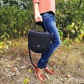 Ви готові зустрічати осінь? Ми підготували дві чудові новинки! Синя та чорна сумки. Сумки мають сюрприз, вони дуже яскраві всередині, адже підклад виконаний зі шкіри та велюру в насичених синіх відтінках. З цими двома красунями-сумочками Ви зможете створити жіночний й романтичний образ, або строгий й діловий look, і навіть спокусливий та сміливий! 💓🍁🍁  #шкірянасумка #сумкаукраїна #сумкиручноїроботи #кожанаясумкаукраина #кожанаясумка #сумкиLYSYTSIA #LYSYTSIA #boyarka #пошиттясумок #ручнаяработа  #fashion #стиль #модныесумки