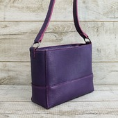 Шкіряна сумка L02340  Сумка крос-боді з натуральної шкіри. Модель закривається на металеву блискавку. Всередині одне велике відділення і войлочна косметичка-кишеня з безліччю кишеньок. Висота наплічного ременя 53 см. Підкладка виконана з натурального велюру темно-фіолетового кольору.  Особливості:фактурна натуральна шкіра (Італія), тримає форму, високоміцна вощена нитка, ручний шов, укріплене дно. ☀  Привабливий і розкішний фіолетовий колір! Найбільш контрастно сумка буде виглядати на чорному, синьому, білому, жовтому, бірюзовому і рожевому тлі. Не менш ефектно, але вже більш стримано з одягом бежевого, винного, сірого, оливкового і кольору марсала.  ☀💓 Подробиці на нашому сайті  https://sumochka.in.ua/  #шкірянасумка #сумкаукраїна #сумкиручноїроботи #кожанаясумкаукраина #кожанаясумка #сумкиLYSYTSIA #пошивсумок #ручнаяработа #боярка #стиль #мода #сумкикиїв #фіолетовасумка