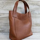 Жіноча шкіряна сумка L02191  Сумка-шоппер з натуральної шкіри флотар!  Шкіряна сумка коричневого кольору - еталон практичності та стильності!  Усередині одне відділення, бічна шкіряна кишеня.Підкладка виконана з тканини з цікавим принтом у вигляді слідів від лапок котика (склад: бавовна 70%, поліестер 30%).Підкладка має шкіряне дно, що подовжить термін служби. На лицьовій стороні сумки є велика шкіряна кишеня. Ручки висотою 22 см. Особливості:фактурна шкіра, додаткові кишені, міцні короткі ручки, високоміцна вощена нитка, ручний шов, місткий розмір, без застібки Розмір- 32*35*12 Ціна 1700грн  🦊🦊🦊  #шкірянасумка #сумкашоппер #сумкиручноїроботи #кожанаясумкаукраина #кожанаясумка #сумкиLYSYTSIA  #пошивсумок #ручнаяработа #стиль #сумкикиїв
