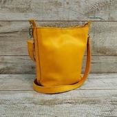 Шкіряна сумка L02180  Мила шкіряна сумка сонячного жовтого кольору. ☀ Сумка виконана з м'якої натуральної шкіри. Усередині одне відділення. Підклад виконаний з барвистої тканини. Сумка прошита високоміцною вощеною ниткою меланжевого кольору. Гармонійне поєднання кольорів нитки, підкладки та шкіри робить сумку ще більш яскравоюйоригінальною.  У комплектівойлочна вставказізручними кишеньками. Висота ременя 59 см.  ☀Ціна - 1660грн  #шкірянасумка #сумкаукраїна #сумкиручноїроботи #кожанаясумкаукраина #кожанаясумка #сумкиLYSYTSIA #LYSYTSIA #boyarka #пошивсумок #ручнаяработа #боярка #жовтасумка #модныесумки